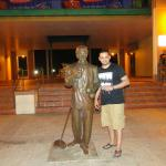 Héctor Lavoe statue.