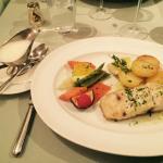 Polvo, sopa de alho e peixe com legumes