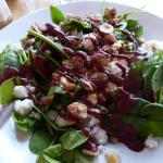 Spinach with red onions, roasted hazelnuts & goat cheese