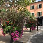 Hôtel en plein centre du village médiéval de Bormes-les-mimosas, chambre climatisée avec télé et