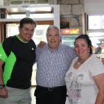 una foto con el dueño del restaurante