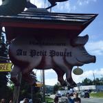Fèves avec du jambon  Rondelles de saucisses fait maison Baguette de pain Déjeuner de l'Ogre Caf