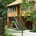nieuwe eigentijdse kamers via buitentrap met zicht op bos