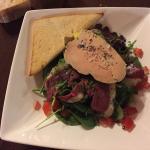 Salade landaise avec un foie gras vraiment exquis.