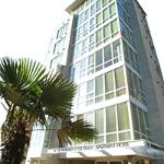 Photo de 910 Beach Avenue Apartment Hotel