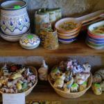 Interno della struttura vendita ceramiche 2