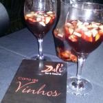 Ambiente acolhedor!! Experimentei a bebida sangria.. Mistura de vinho, conhaque e outras bebidas