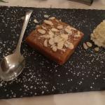 Ananas frais gâteau de semoule pain au pois chiche riz basmati