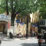 ברחוב של המלון