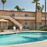 Photo de Super 8 Oceanside Marty's Valley Inn
