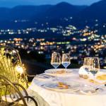 Aussicht im Sommer von der Terrasse mit Blick auf Meran