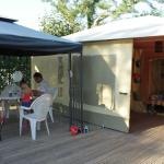 la terrasse et le bungalow