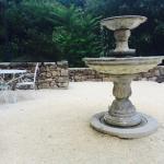 La façade en pierres La piscine