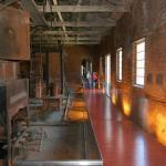Pasillo hacia la habitaciones que muestran el pasado frigorifico