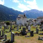 Müstair Friedhof mit Kapelle