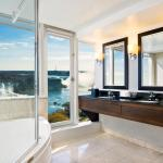 Corner Suites feature fallsview bathrooms with an over-sized jacuzzi tub