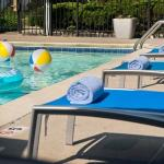 Outdoor Pool – Lounge Chairs