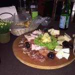 Entrada de quesos y carnes frías italianas