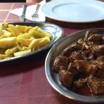 Carne asada con patatas frías
