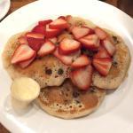 Vegan pancake w chocolate chips and strawberries