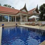 Private pool of villa B2