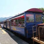 貨車改造の客車が3両+前後にディーゼル機関車