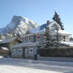 Blue Mountain Lodge and Mt Rundle