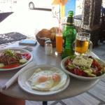 Un pranzo tipico da Stavros: tutto molto buono !