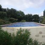 piscine hors sol bien securisée par portillon