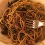 Slow-cooked rabbit spaghetti with olives