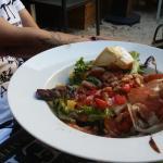 Salade,  jambon de pays , fromage sur toast