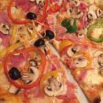 Schneller Service, ausgezeichnete Pizza's in mittelmässigen - durchaus italienischem - Ambiente.