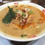 味噌タンタン麺など変わりメニューも充実。ランチタイムは米飯お代わり自由