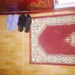 Chambre avec sandales marrantes offertes