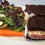 ブラウンパンの牛肉のサンドイッチ