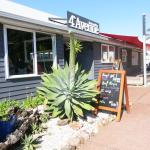 4th Avenue Eatery at Onetangi Beach