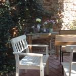 A lovely garden with great food. The staff is very friendly and the atmosphere is cozy.