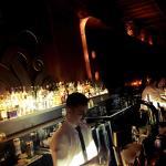 Lindo ambiente .. Genial el barman .. Pero con poco ron Habana .. Buena música un lugar lindo ..