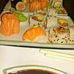 Tabla de Sushi 12 piezas- Adelante: Solo Salmon, Atras: Especial.