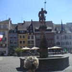 la place et la fontaine