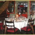 Zweiter Raum mit Achter-Tisch