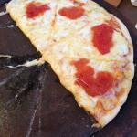 Pésimo, masa mala e ingredientes malos y de mala calidad. Demasiado queso. No lo recomiendo.