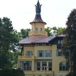 Blick auf das Jagdschloss Hubertushöhe