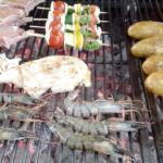 Schwein, Oktopus, Riesengarnelen, Gemüsespiese...