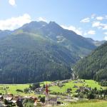 """Blick vom Balkon auf den """"Hohen Riffler"""" (3162m)"""