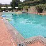 La piscina,ampia e curata.