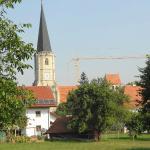 Blick auf die Wallfahrtskirche Mariä Himmelfahrt zu St. Leonhard, 94072 Aigen am Inn