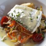 Merlu, pommes de terre, julienne de légumes,  far noir breton 👍 👏