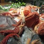 De tafel met de verse vis
