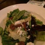 Salad with blue cheese and pecans